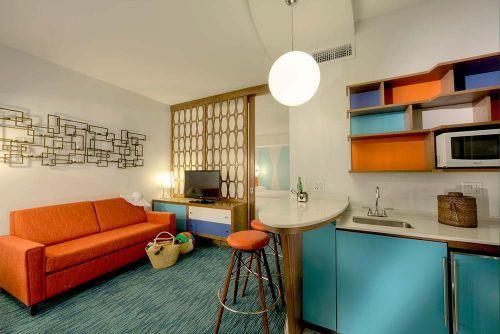 retro-hotel-room Universal Studios Cabana Bay