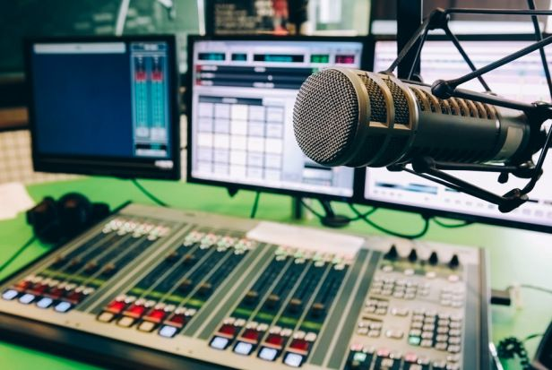Join me, #DJReloaded, every #Friday from 7-9PM for #SmashHitz on #HorizonRadio 96.5FM, the voice of Goshen, Indiana. You can also listen online at http://www.radiohorizonte965.com/. #IamReloaded! Únete a mí, #DJRecargado, cada #Viernes de 7-9PM para #SmashHitz en #RadioHorizonte 96.5FM, la voz de Goshen, #Indiana. También puede escuchar en línea en http://www.radiohorizonte965.com/.  #EstoyRecargado!