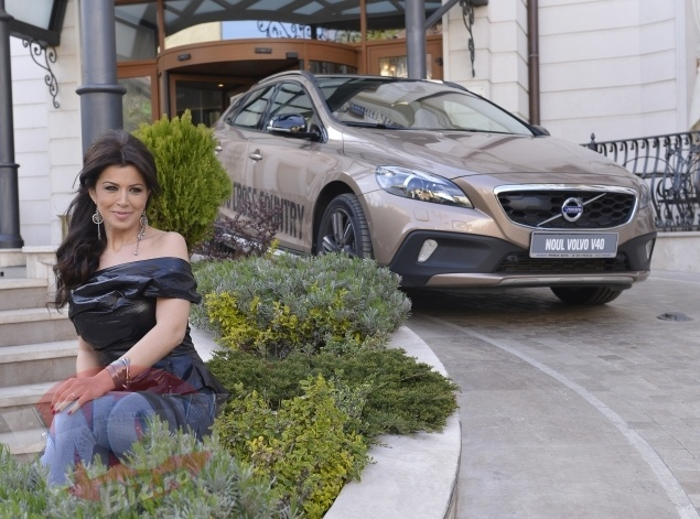Simona Patruleasa, alaturi de noua ei iubire, Volvo V40, intr-o plimbare la Epoque
