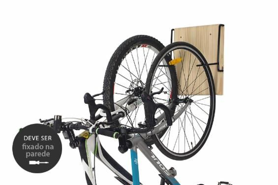 O Suporte para Bicicletas Aro é perfeito para quem quer praticidade e funcionalidade na decoração de casa. Esse suporte para bicicleta de madeira e metal é discreto e pode ser usado para segurar uma ou duas bicicletas.