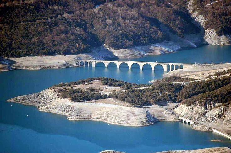 ✈️ Photo aérienne du Lac de Serre-Ponçon - Hautes-Alpes (05)