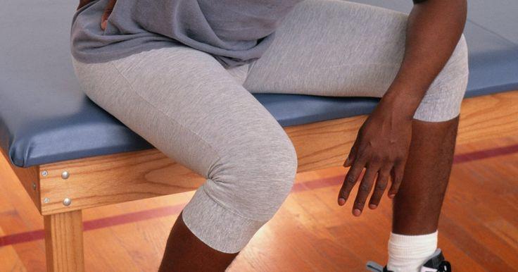 Exercicios para alívio da dor no ciático por síndrome do piriforme. A síndrome do piriforme é uma condição na qual o músculo piriforme, que é profundo nas nádegas e próximo a parte inferior das costas, fica muito tenso. Ele tende a colocar pressão no nervo ciático, que desce da parte de trás das suas pernas até o calcanhar. Exercícios podem aliviar a dor e o entorpecimento dessa síndrome.