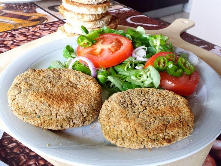 I miei hamburger di legumi sono realizzati con fagioli e piselli, senza nessuna fonte di genere animale. Ottimi ed appetitosi, indicati per i vegetariani ed i vegani. Provateli!!
