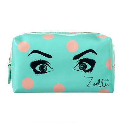 This gorgeous printed Zoella Beauty Eyes Beauty Bag can store anything you need it to, keeping life super easy and organised!