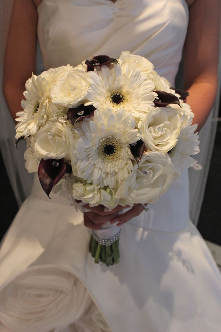 Black and white bridal bouquet