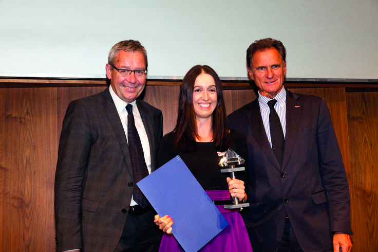 Innovation Award for Pure 50 Tights : Govenor Karl Heinz Rüdisser (left ) and Chamber of Commerce President Manfred Rein ( right) congratulate Project Manager Angelika Kessler ( Wolford ).