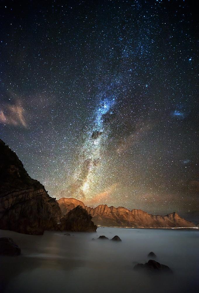 Foto de la Vía Láctea tomada en Kogel Bay, Western Cape, Sudáfrica.  Crédito: Andrew Reeves.
