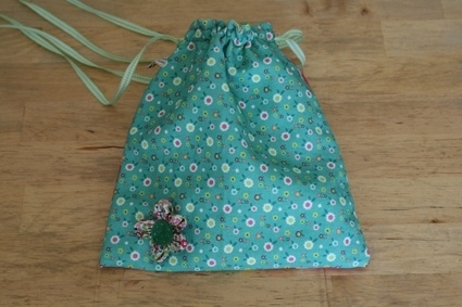 little bag with flower, different colour in back and front and with one colour inside.