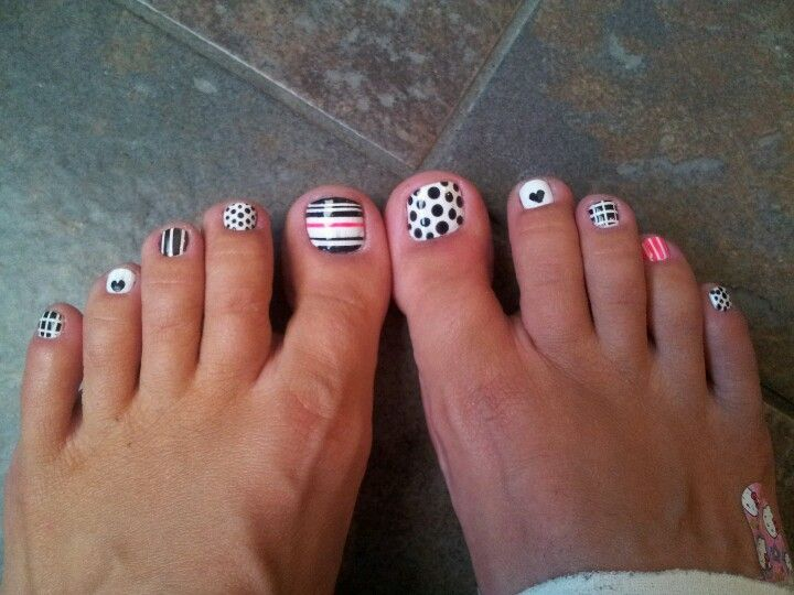 The 25 best beach pedicure ideas on pinterest beach nails black and white pedicure prinsesfo Gallery