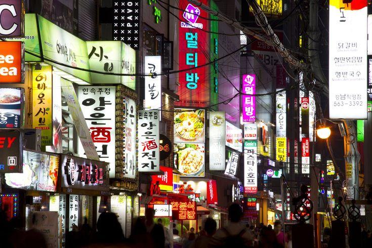韓国のおすすめのお土産を5つご紹介します。みなさんは韓国のお土産といえば何を思い浮かべますか?キムチ・海苔・韓国コスメ...何となくマンネリになってしまうお土産選びに、悩む方も多いのではないでしょうか。今回は2017年最新のお土産を5つご紹介します。旅行に行くと欠かせないお土産ショッピング!絶対買って帰りたい人気商品はおさえておきましょう。日本未上陸のあの商品や、大量買いしたいおすすめ商品なども登場しますよ。ぜひ参考にしてみてくださいね。