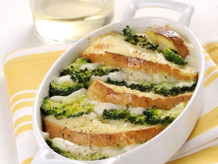 pasticcio-di-pane-formaggio-e-broccoli