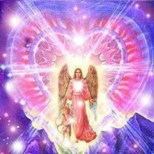 """Arcángel Chamuel. Su nombre significa """"El que ve a Dios"""". Sus virtudes son El amor Incondicional, la compasión, la misericordia, la creatividad y el perdón. Representa también el amor propio, pues es desde el Ser de donde se invoca la ayuda del arcángel Chamuel. Su Rayo es Rosa y su día martes."""
