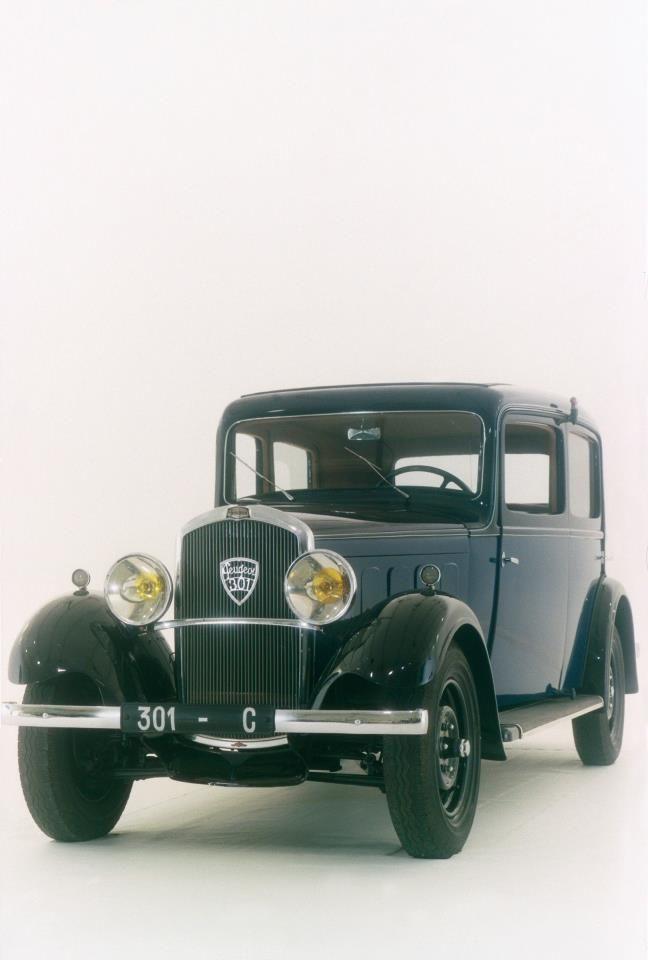 Les Peugeot 301 étaient fabriquées à Sochaux et étaient les premiers modèles à être équipés de suspensions à l'avant à roues indépendantes. La tenue de route en était nettement améliorée et le volant ne vibrait plus. 1932-1936