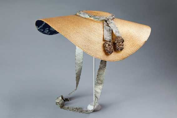 Large flat hat (1775 - 1799 - fourth quarter 18th century).  Centraal Museum.