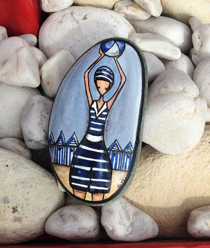 Mademoiselle à la plage... Peinture sur galet : Autres art par les-toiles-de-mer-de-syl