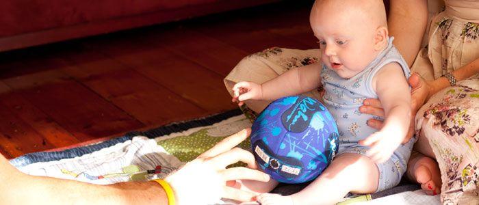 3-6 Monate: Play Ideen und Spiele - Alter geeignete Spielzeug