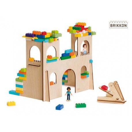 Jouw kasteel kan je steeds groter en mooier maken.Met extra kamers, dikkere muren en hogere kantelen. Geen vijand dringt meer binnen. Zeker niet als jij je verdedigt met je grote katapult.