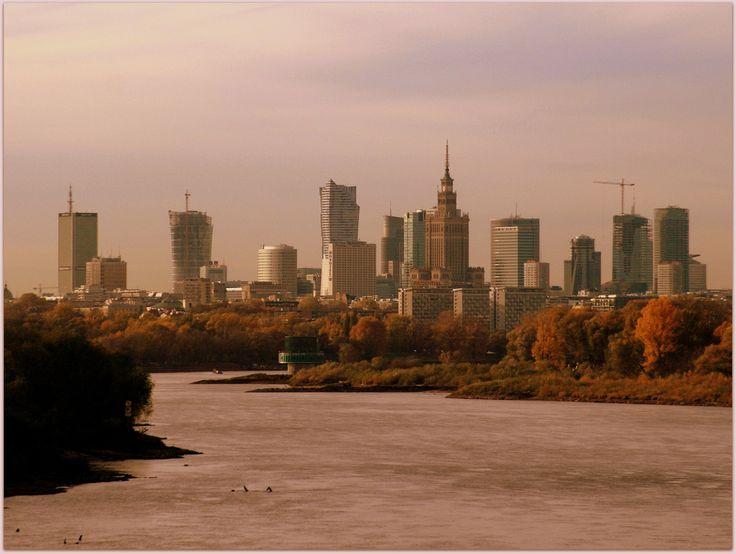 Zapraszamy na spacery poprowadzone przez najpiękniejsze i najciekawsze miejsca w Warszawie. Ponieważ przedstawiamy 20 propozycji, nasze trasy podzieliliśmy na cztery grupy:   Historia i dzień dzisiejszy Warszawy....
