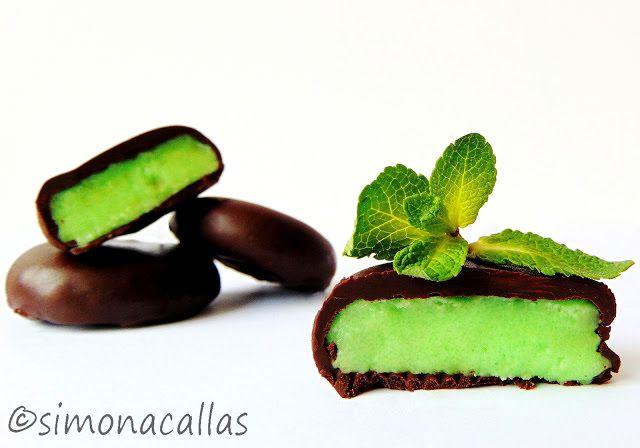 Fondante de ciocolata cu menta Aceste delicii rotunde, cu exterior de ciocolată amăruie şi interior cremos si dulce cu aromă de mentă, sunt un răsfăţ grozav