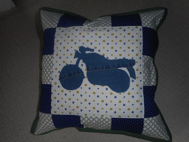 Patchworkový polšářek s motorkou