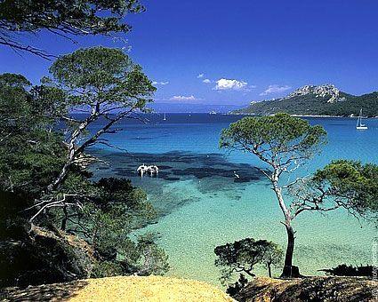 L'eau turquoise des criques de la presque-île de Giens