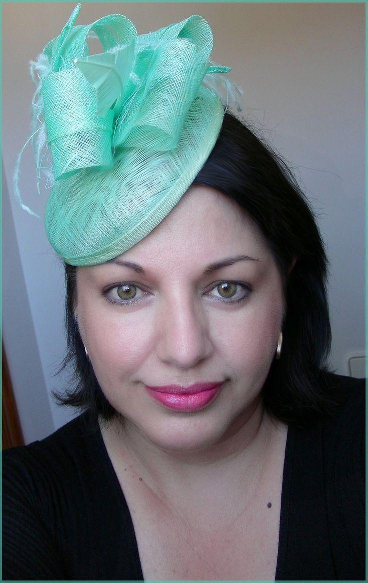 ibi/Chapeau Vert/Menthe - Sisal, fleur et plumes - Mariage, cocktail, cérémonie.... : Chapeau, bonnet par ladyplazza