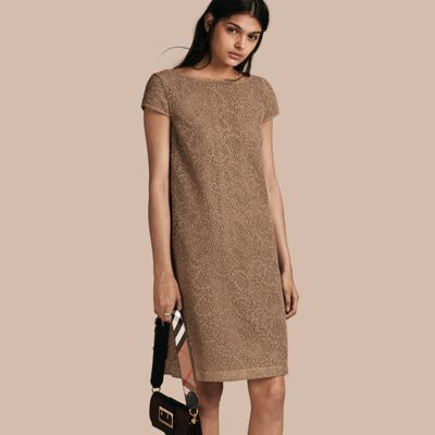 BURBERRY ONLINE EXCLUSIVE ITALIAN LACE SHIFT DRESS. #burberry #cloth #