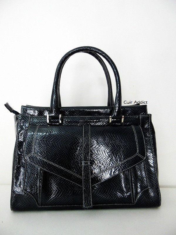 """Sac à main en cuir vernis noir avec reflets bleutés imitation croco - Modèle """"Sana"""" : Sacs à main par cuir-addict"""