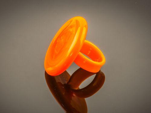Ring van Venetiaans glas in de kleur oranje. Gemaakt op het eiland Murano.