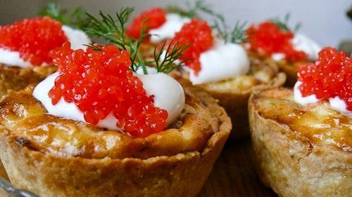 you can see it only takes a little imagination #SalmonRoe #MiniPies Shop now, link in bio #caviar #edibleluxury #tastecaviar #food #foodporn #luxuriousfood #foodie #foodstagram #finefood #delicious #foodpics #finedining #foodlovers #beluga #lovecaviar #BelugaCaviar #instafood #indulge #gourmet #sturgeon #osetra #royalosetra #OsetraCaviar #caviale