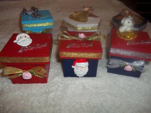 lindas caixinhas com motivos natalinos, para presentear, com mini sabonetes, saches, velas decorativas. Ótimo presente para funcionários, amigos, aniversários.... tam:6x6x6cm  apenas acima de 20 unidades R$ 4,50