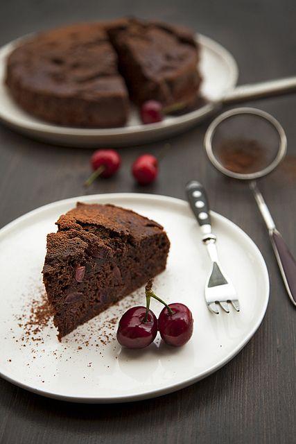 Torta di Cioccolato, mela e ciliegie (no burro o olio)