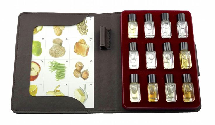Beer Aroma Kit - 12 aromas by Aromaster for Beer Tasting and Education. List of beer aromas included in the kit: 1. lemon, 2. apple, 3. pear, 4. melon, 5. banana, 6. cut grass, 7. hay, 8. bread, 9. butter, 10. hazelnut, 11. toast, 12. malt