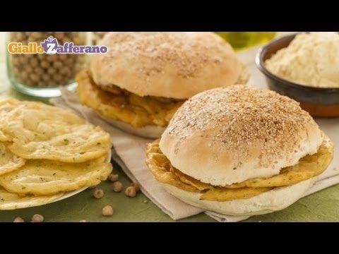 Le PANELLE (chickpea fritters) sono frittelle di farina di #ceci tipiche della #Sicilia, che si gustano dentro a un morbido panino ricoperto da semi di sesamo. Qui la #video #ricetta: http://ricette.giallozafferano.it/Panelle.html #GialloZafferano #panelle  #chickpea #fritters #italianfood