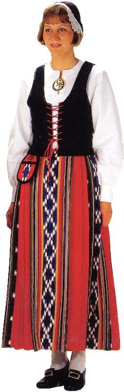 Jurvan naisen kansallispuku. Kuva © Helmi Vuorelma Oy