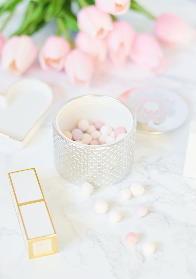 The Guerlain Meteorites Light Revealing Pearls of Powder is one of the most gorgeous products I've ever owned!   oliveandivyblog.com