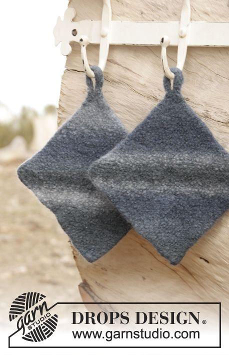"Midnight Storm - Felted DROPS pot holder in garter st with handle in ""Big Delight"". - Free pattern by DROPS Design"
