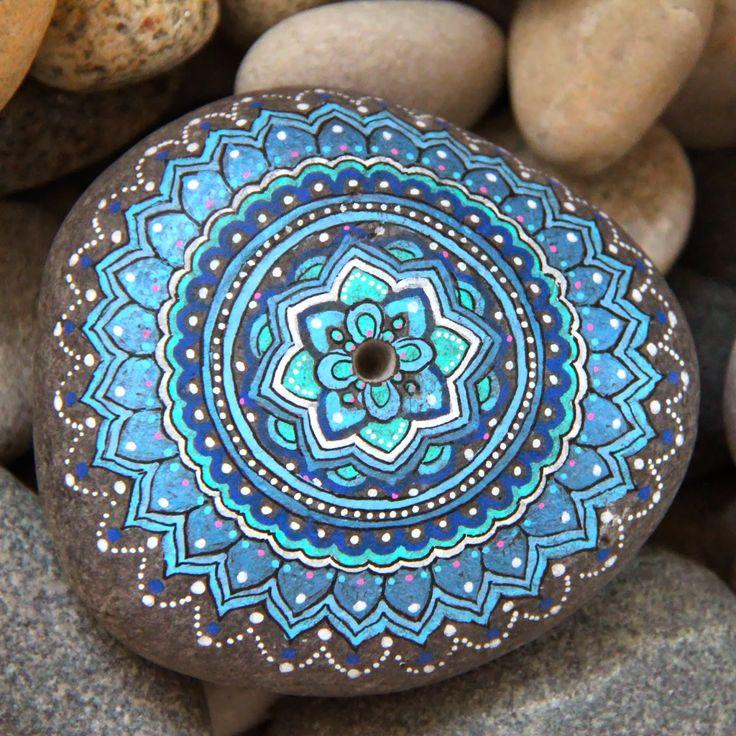 Les 177 meilleures images du tableau rocks pebbles piedras - Peinture sur galet mandala ...