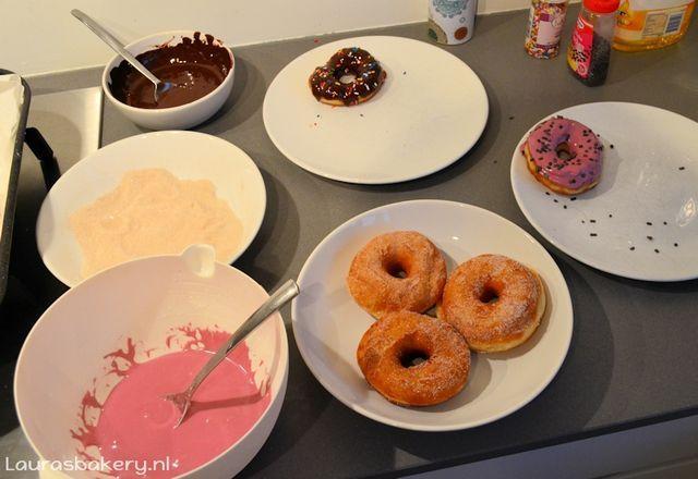 Begin december was het weer tijd voor een bakdagje met Marjon en Pauline. Eens in de zoveel tijd kiezen we wat lekkers uit en gaan we aan de slag, dit keer stonden er donuts van Donna Hay op het progr