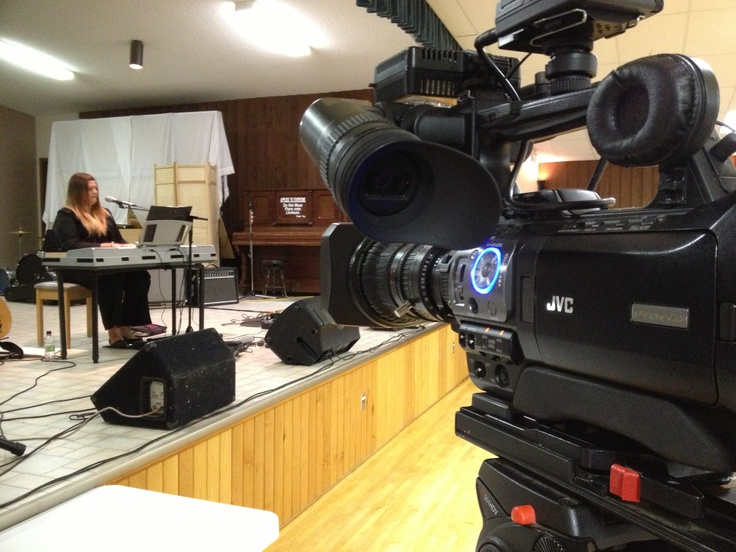 iMediaTV.ca with Randi Boulton at Music Jam in Delburne - for our on location story.