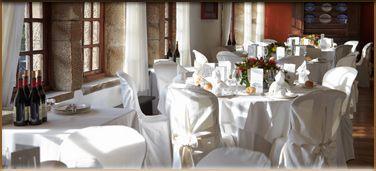 El Real Golf Club de San Sebastián abre sus puertas a todas aquellas parejas que deseen celebrar su banquete de bodas en el distinguido ambiente del Club, en un extraordinario entorno de naturaleza. Una invitación para dos personas con salida al campo y almuerzo en el Club es nuestro obsequio en el día de vuestra boda.