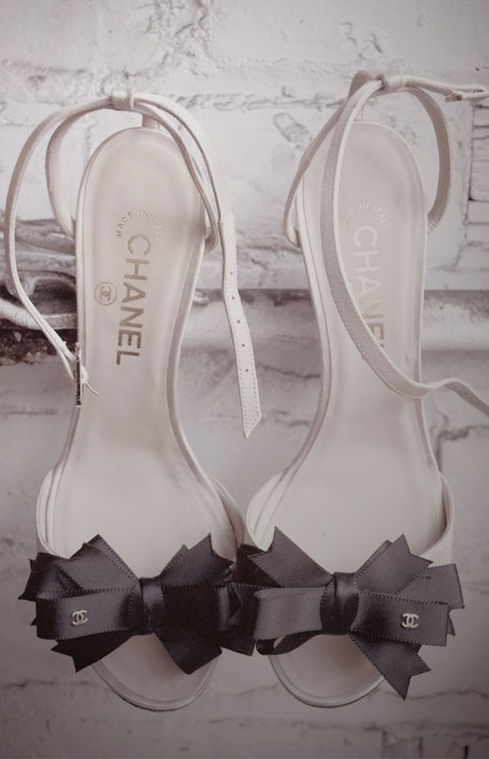 chanel: Coco Chanel, White Wedding, Bows Heels, Wedding Shoes, Black Bows, Chanel Shoes, High Heels, Chanel Black, Bows Shoes