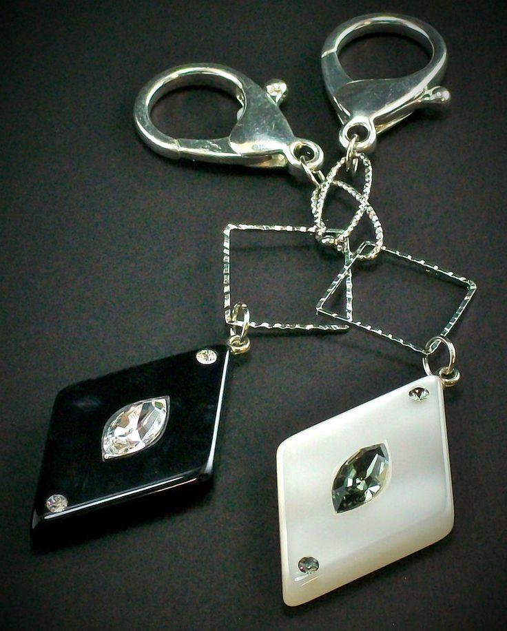 OFFERTA COPPIA DECORO BORSA BRAMADILUCE ROMBO NERO/BIANCO SWAROVSKI 14CM in Abbigliamento e accessori, Donna: borse | eBay