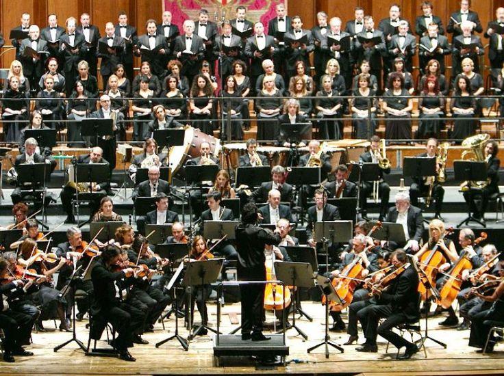 UN'ESTATE IN PALCOSCENICO Il Teatro dell'Opera Carlo Felice e il Teatro Stabile di Genova, proseguono la loro stagione anche d'estate nelle due Riviere