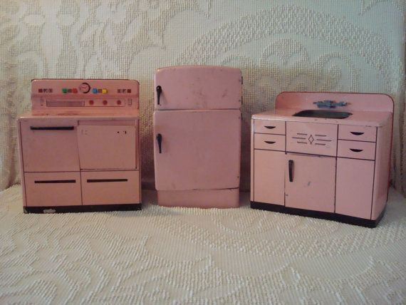 Mid Century Pink Wolverine Childu0027s Kitchen Set
