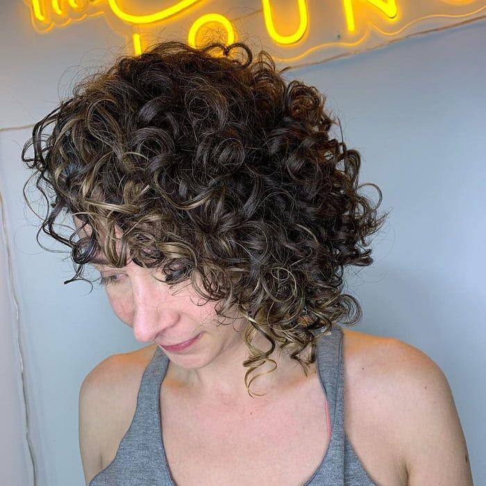 45 Lockige Haar Bobs Die Im Jahr 2020 Im Trend Liegen Neue Frisuren Trends In 2020 Haare Bob Lockige Haare Lockige Bob Haarschnitte