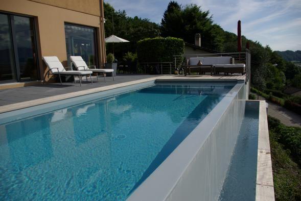 Couloir de nage carr bleu swimming pinterest style for Prix d une piscine miroir