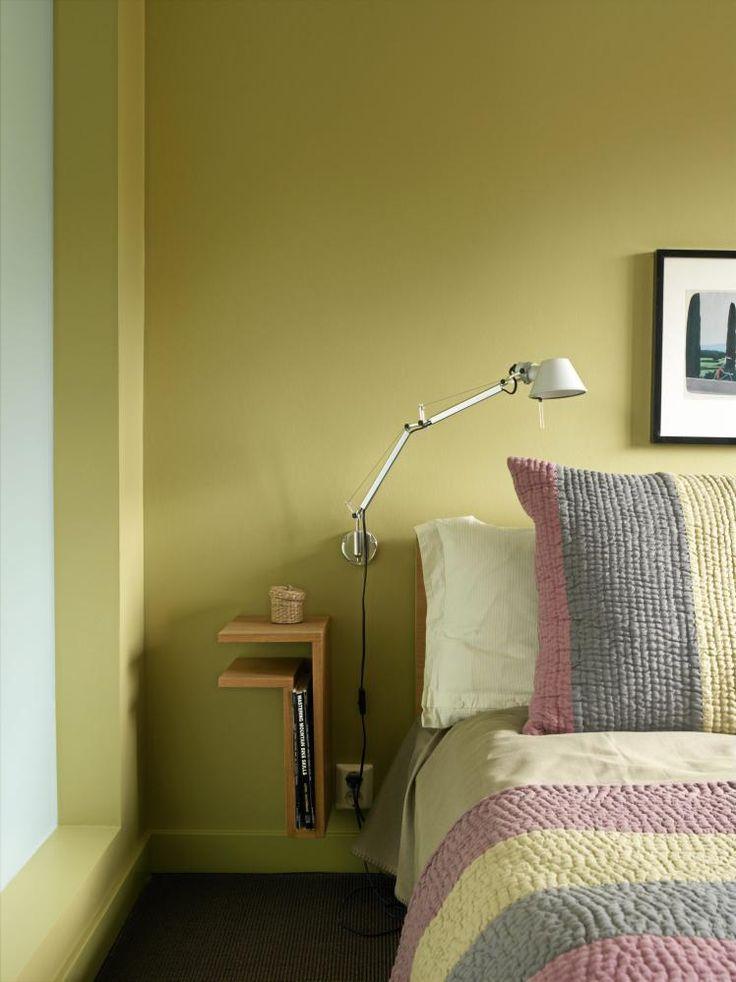 Ifølge den tradisjonelle fargepsykologien assosieres grønt med livet selv, og virker beroligende, friskt og avslappende. Grønt ble derfor et naturlig fargevalg på hovedsoverommet. Det fargerike sengetøyet skaper harmoni.