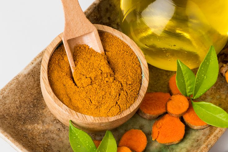 THE NATURAL HEALTH BENEFITS OR TUMERIC: Did you know that turmeric essential oil is many times more concentrated than the powdered herb?Click through the image to learn about 6 ways that turmeric essential oil supports a super healthy body! || Anti-inflammatory | Anticancer | Beautiful skin and hair | Digestive health