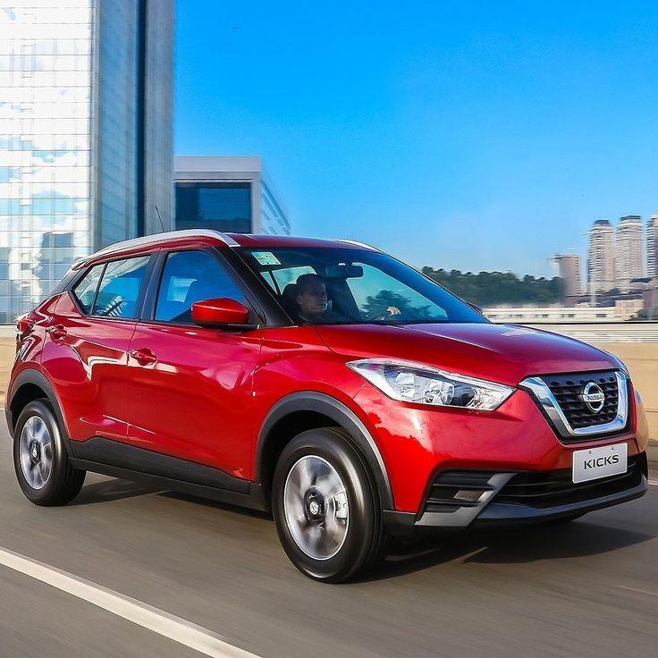 Nissan Kicks S 2018: SUV nacional chega ao mercado Modelo mais vendido da marca no país passa a ser fabricado no Complexo Industrial de Resende (RJ) que também marca a ampliação da quantidade de versões. Além disso o Kicks ganhou mais itens de série e opções de cores. Em todas as versões o motor HR16DE 1.6 16V com até 115 cv (etanol). Uma das novidades é nova versão S (essa da foto) com preços começando em R$ 70.500 com câmbio manual de cinco marchas. Entre os equipamentos introduzidos pelo…